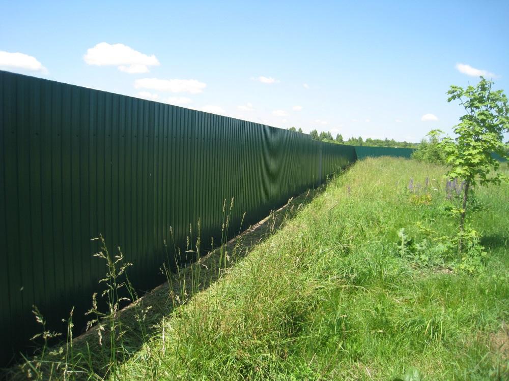 Забор вокруг поселка, объединяет и защищает жителей «Атеевка-парк».